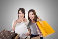 亚裔购物妇女 免版税库存照片
