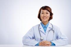亚裔医生女性 免版税库存照片