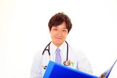 亚裔医生医疗微笑 免版税库存图片