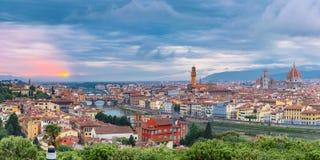 亚诺河和Ponte在日落,佛罗伦萨,意大利的Vecchio 图库摄影