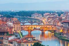 亚诺河和Ponte Vecchio在佛罗伦萨,意大利 库存图片