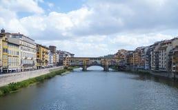 亚诺河和Vecchio桥梁在佛罗伦萨Ponte Vecchio 库存图片
