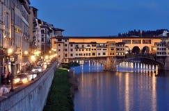 亚诺河桥梁在ponte河vecchio的佛罗伦萨意大利 免版税库存图片