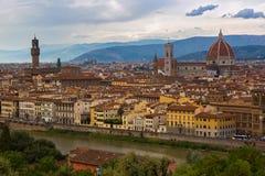 亚诺河河, Palazzo Vecchi,佛罗伦萨塔都市风景视图  库存图片