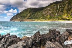 亚速尔群岛海岸线风景在重创的Faja,弗洛勒斯海岛 Portug 图库摄影