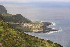 亚速尔群岛海岸线风景在重创的Faja,弗洛勒斯海岛 Portug 免版税库存图片