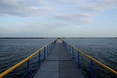 亚速海的海边桥梁 图库摄影