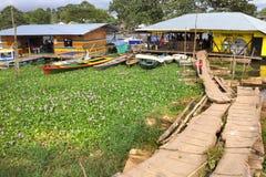 亚马孙河的河流终端在莱蒂西亚,哥伦比亚镇  免版税库存照片
