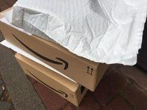 亚马逊最初箱子 库存图片