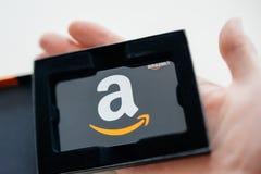 亚马逊礼品券在人手上 免版税图库摄影