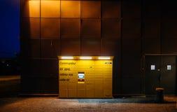 亚马逊衣物柜正面图在黄昏的 免版税库存图片