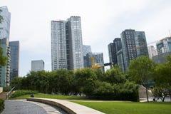亚洲、中国、北京, CBD中心商务区, CBD历史和文化公园,绿色空间和大厦 免版税库存图片