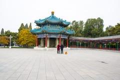 亚洲中国,北京,中山公园,古色古香的大厦,亭子画廊 免版税库存照片