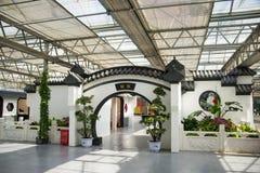 亚洲中国,北京,农业狂欢节,现代建筑学,室内展览室,场面,古色古香的大厦,圆的门 免版税库存照片