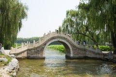 亚洲中国,北京,圆明园,石曲拱桥梁 免版税图库摄影