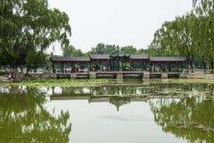 亚洲中国,北京,龙潭湖公园,夏天风景,湖视图,长的走廊 免版税图库摄影
