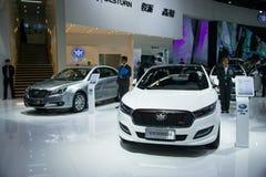 亚洲中国,北京, 2016国际汽车陈列,室内展览室,中间汽车,奔腾B50 库存照片