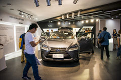 亚洲中国,北京, 2016国际汽车陈列,室内展览室,凌志NX 300h 图库摄影
