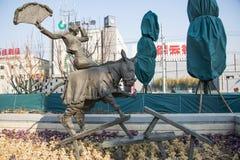 亚洲中国,北京, Tianqiao表演艺术Districtï ¼ ŒLandscape sculptureï ¼ ŒAcrobatics,乘坐的驴 免版税库存图片