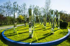 亚洲中国,武清天津,绿色商展,风景,方形的镜子专栏 免版税图库摄影