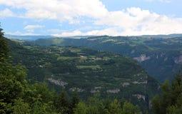 亚细亚哥村庄山的全景在意大利 免版税库存照片