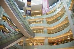 亚洲人中国,北京,王府井, APM购物中心,室内设计商店, 库存图片