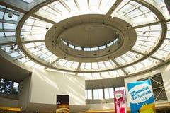 亚洲人中国,北京,王府井, APM购物中心,室内设计商店, 免版税图库摄影