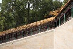 亚洲人中国,北京,颐和园,佛教香火塔,倾斜走廊 库存图片