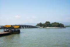亚洲人中国,北京,颐和园, 17曲拱桥梁 图库摄影