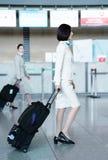亚洲人大韩航空飞行女主人在英寸国际机场  免版税图库摄影
