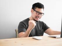 亚洲人胜利 免版税库存图片