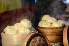 亚洲人蒸的小圆面包 免版税库存图片