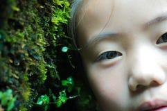 亚洲儿童看 免版税图库摄影