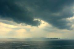 亚洲贝加尔湖覆盖海岛湖olkhon俄国雷暴视图 免版税图库摄影