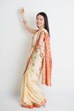 亚洲印地安女孩跳舞 免版税图库摄影