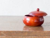 亚洲古色古香的木容器 免版税库存图片