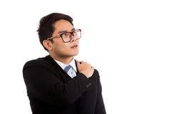 亚洲商人得到了肩膀痛苦 免版税库存图片