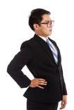 亚洲商人得到了背部疼痛 免版税库存图片