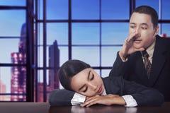 亚洲商人苏醒睡眠他的伙伴 库存照片