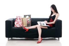 亚洲夫人读取年轻人 免版税库存图片