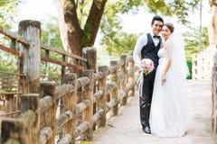 亚洲夫妇婚礼 免版税库存图片