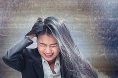亚洲女商人专业不合格或生气在工作或关心 库存照片