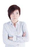 亚洲女商人十字架她的充满坏心情的胳膊 免版税库存图片
