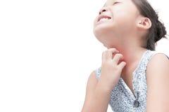 亚洲女孩抓痕痒用被隔绝的手 库存图片