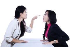 亚洲女实业家战斗 免版税库存图片