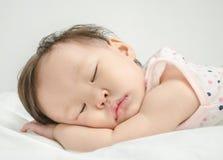 亚洲女婴休眠 免版税图库摄影