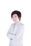 亚洲妇女十字架她的有微笑的胳膊 库存图片