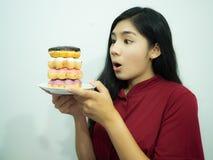 亚洲妇女和多福饼 免版税库存图片