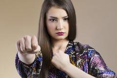 亚洲妇女战斗 免版税库存图片