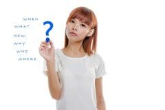 亚洲妇女文字wh-问题 库存照片